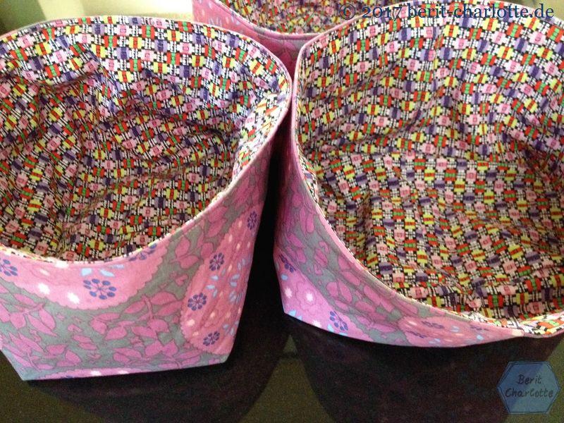 rosa Körbchen für Sockenstrickzeug