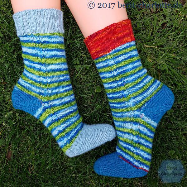 zwei unterschiedliche Socken und doch ein Paar