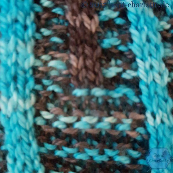 Detailaufnahme Tuch 1 aus Drachenwolle in türkis und dunkelgrau