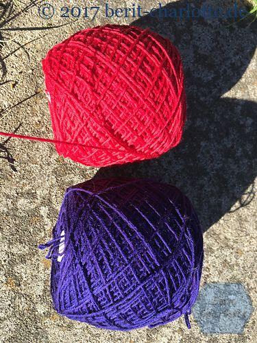 Kerstin strickt mit Sockenwolle von Rohrspatz und Wollmeise in leuchtenden Farben