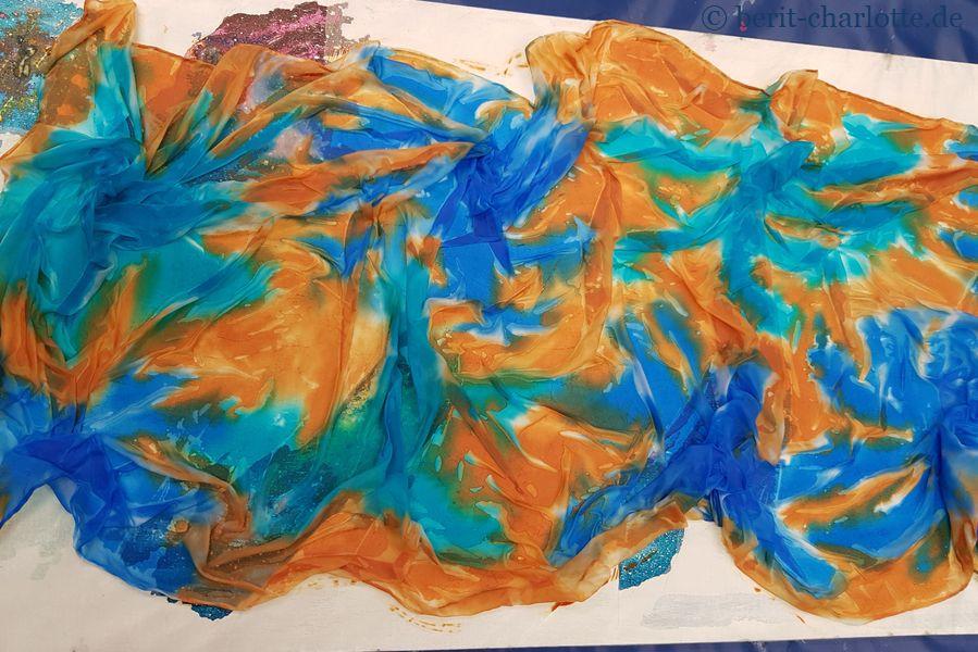 Tuch Nr. 1 - und mit der braunen Farbe (ich glaub sie hieß Kognac) dazwischen gemalt.