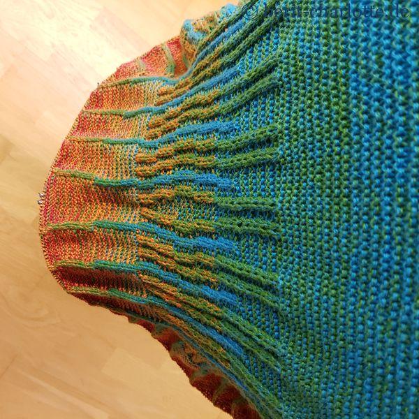 Tuch Nr. 2: Hier seht ihr den langen Farbverlauf. Unten fehlt noch der einfarbige Rand.
