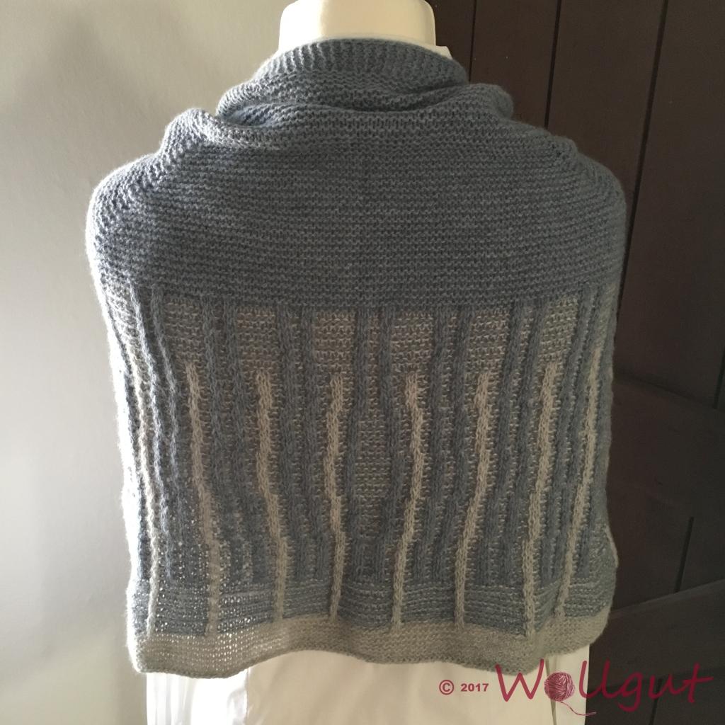 Wolle: Milano von Lamana. In den Grautönen sieht das Tuch sehr edel aus.
