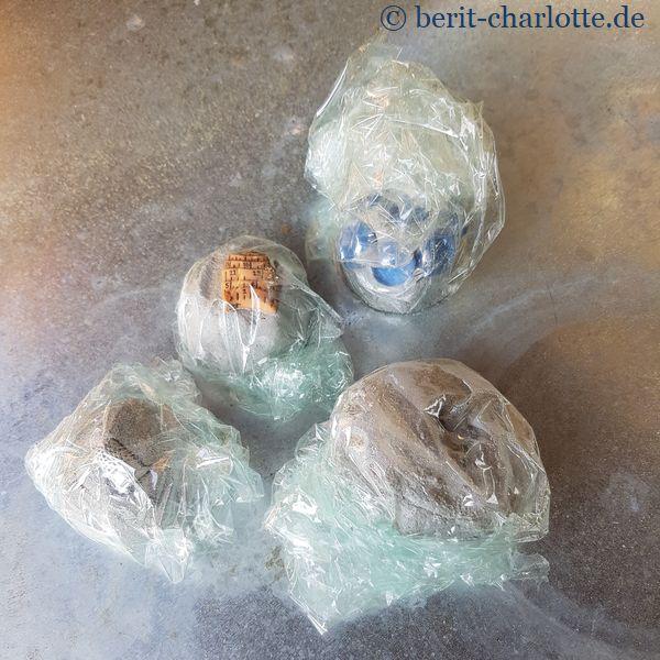 Knetbeton - eingewickelt in Frischhaltefolie zum Abbinden