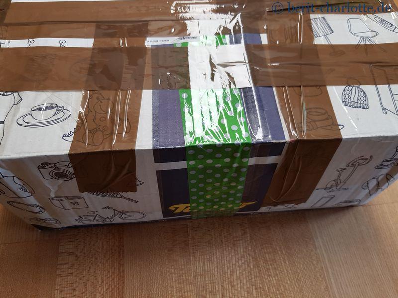 Unser Wanderpaket - der Karton war schon lange unterwegs.