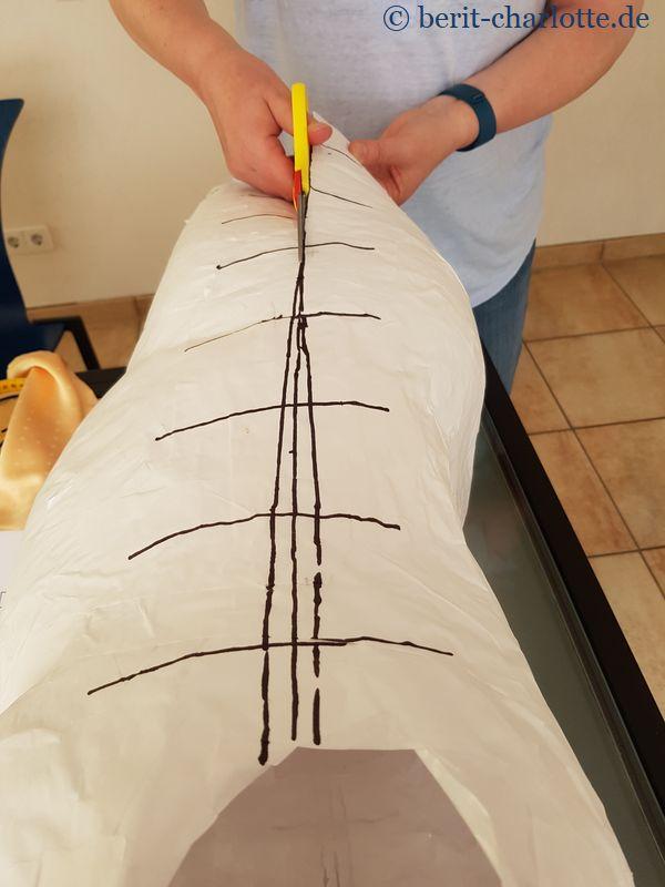 Hier ist der schmale Keil aufgezeichnet, der herausgeschnitten wird.