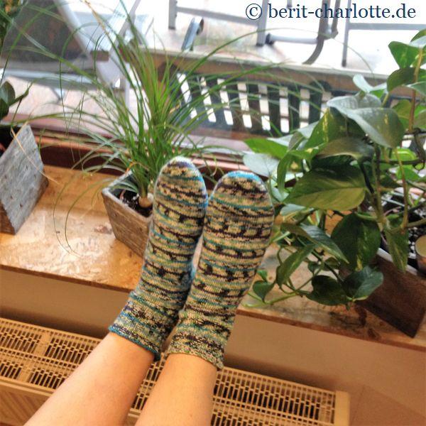 Einfache Baumwollsocken mit Bumerang-Ferse für meine Tochter - die Sockenreise nach Atlantis.