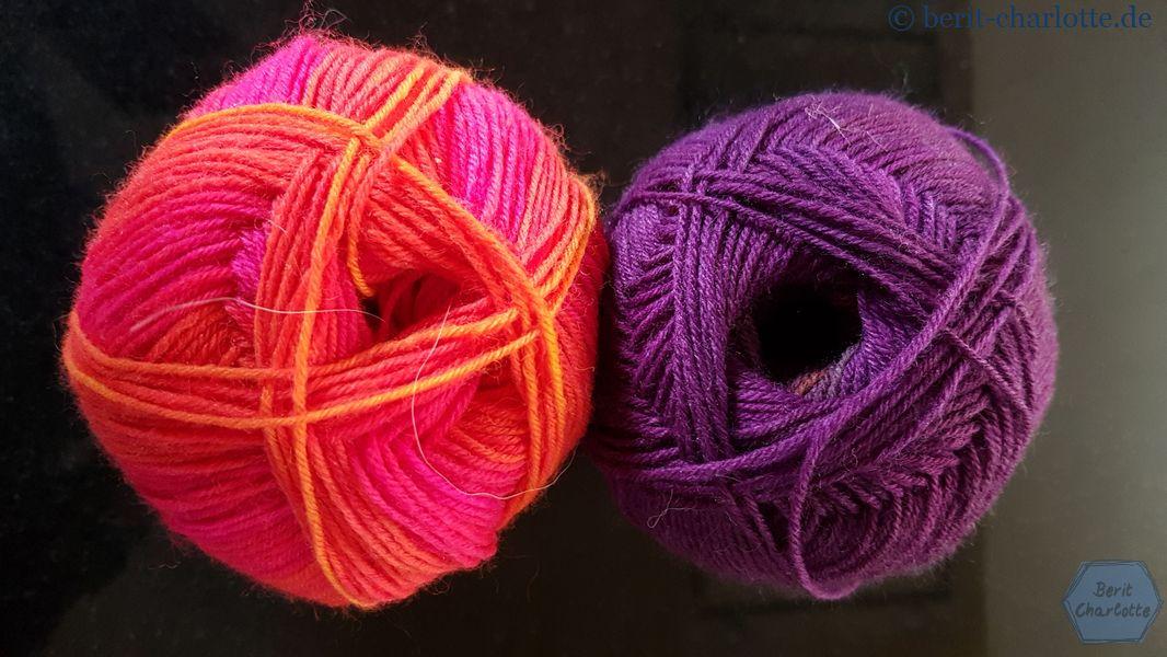 Meine CajaSocks sind aus zwei Knallerfarben gestrickt - Zitron Trekking XXL Farbe 582 (rot-orange) und Farbe 610 (pink-braun).