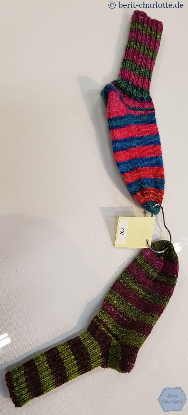 Nicht auf den ersten Blick erkennbar: ein Knäuel, zwei sehr unterschiedliche Socken.