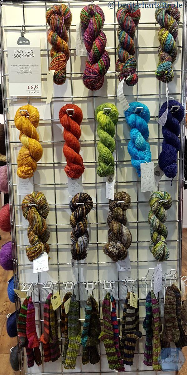 Lazy Lion Sock Yarn von Schmeichelgarne. Auch zwei Knäuel der gleichen Farbpartie ergeben auf jeden Fall unterschiedliche Socken.