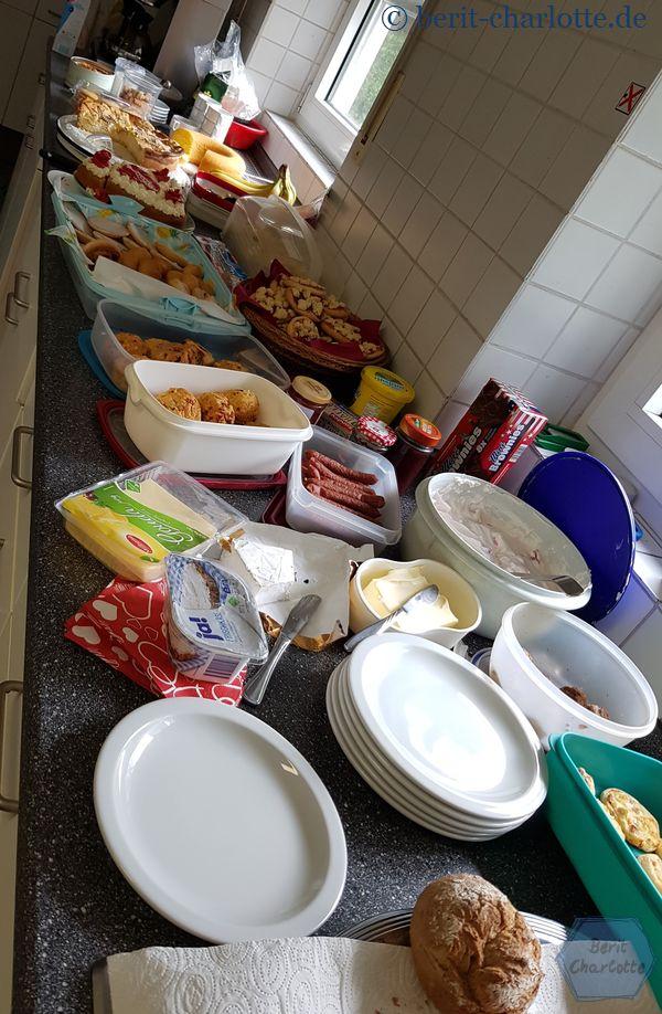 Die Teilnehmerinnen haben sich selbst versorgt, mit einem großen Buffet in der Küche.