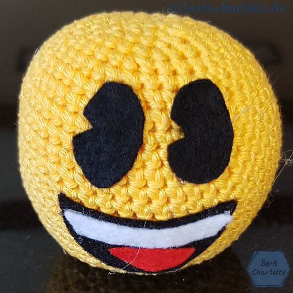 Für das gelbe Emoji habe ich 12 g von dem Häkelgarn gebracht.