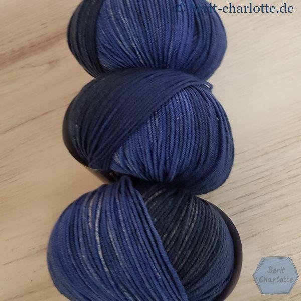 kuschelig weiche Merinowolle mit langem Farbverlauf - nicht zum Tragen im Schuh geeignet
