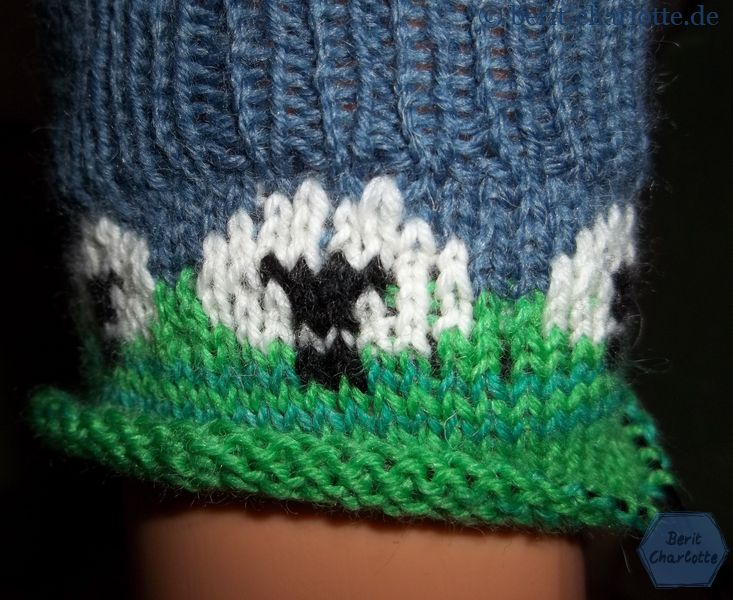 Eigentlich steht dieses Strickstück so herum ja auf dem Kopf (auch wenn der Socken natürlich richtig herum ist). Denkt bitte daran, dass Zählmuster entsprechend von oben nach unten zu stricken.