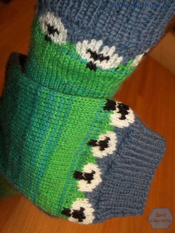 Socken mit Schaf-Muster