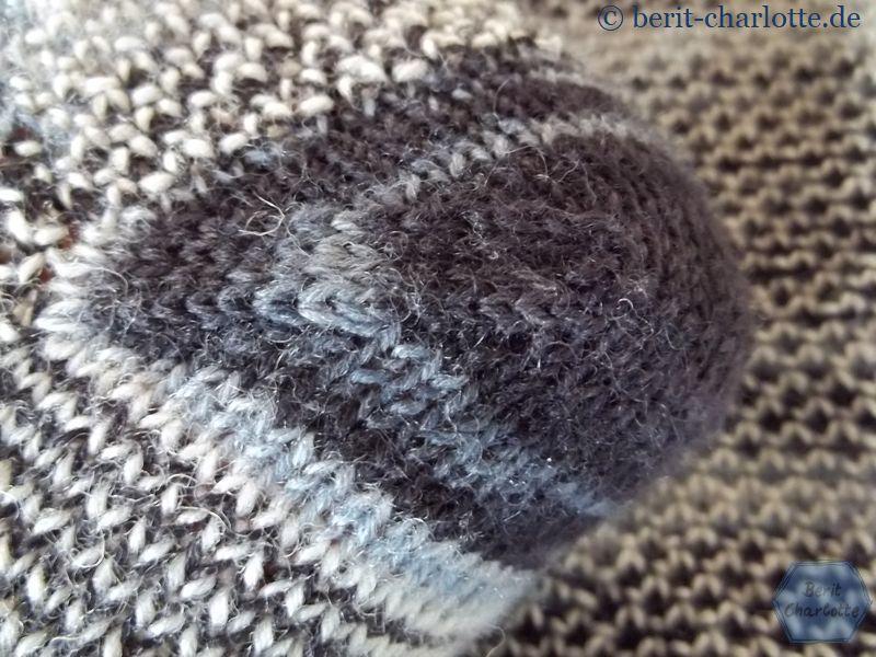 Auch diese Socken haben eine nachträglich eingestrickte Bandspitze als Ferse.