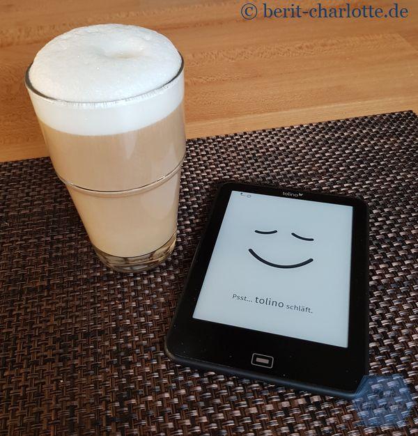 So beginnt der Tag immer gut - ich liebe die erste ruhige halbe Stunde, in der ich beim einem Kaffee lese oder auch schon mal ein bisschen handarbeite. Oder im Internet surfe …