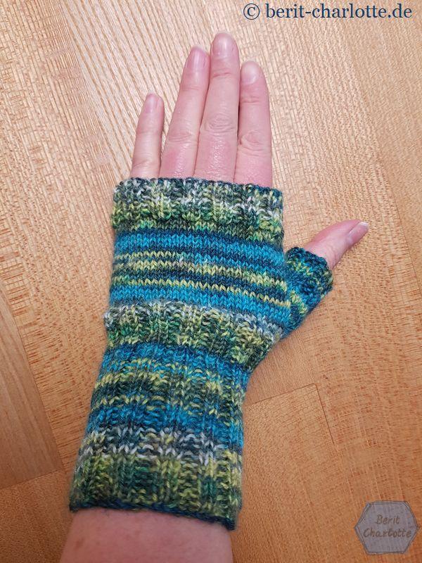 kleine Handstulpe aus Sockenwolle
