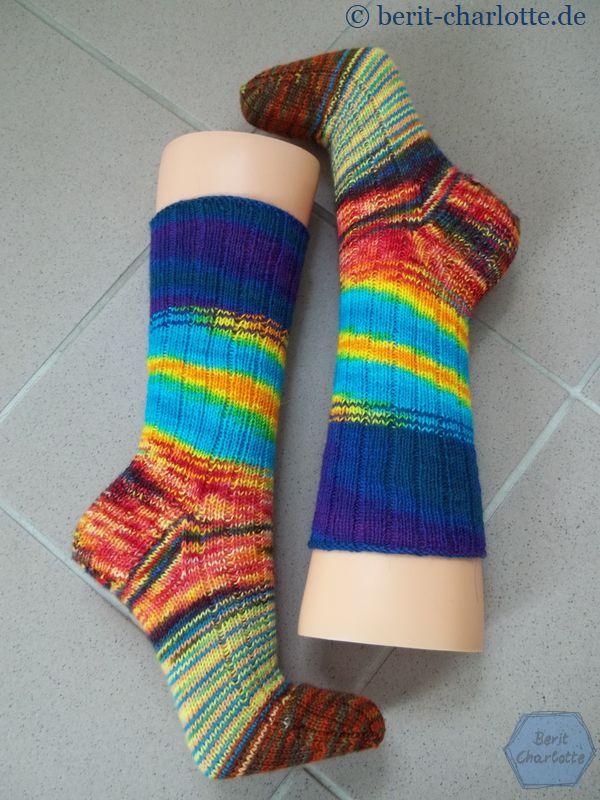 Dies ist die einfachste Verblendung. Würde ich diese Socken noch einmal stricken, würde ich es harmonischer gestalten. Aber man lernt ja immer dazu.