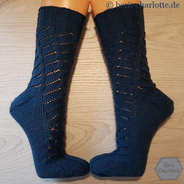 Wendel-Socken - beim rechten und beim linken Socken dreht sich das Muster unterschiedlich herum.