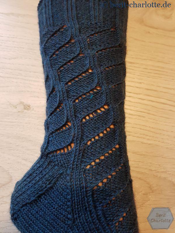Der Socken hat eine Herchenferse mit Zwickel.